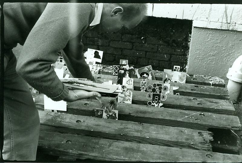 Ray Johnson setting up a moticos installation, autumn 1955. Photo by Elisabeth Novick